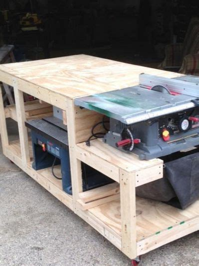 mobile workbench table   carpentry projects