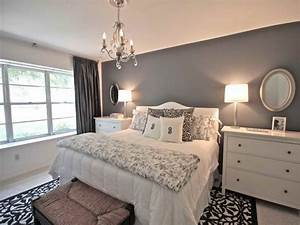 Relaxing bedroom decor grey bedroom walls with color for Gray bedroom ideas with an accent color