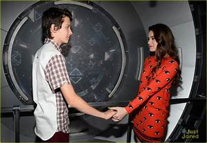 Full Sized Photo of hailee steinfeld asa butterfield ...
