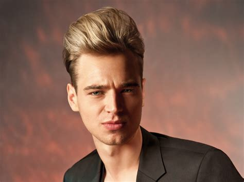mens hairstyle   james dean    high combed  quiff