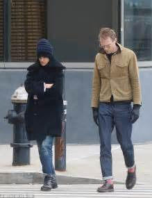 jennifer connelly baby jennifer connelly enjoys stroll with paul bettany in nyc