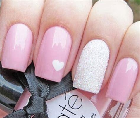Las uñas acrilicas se forman por la combinación de un polímero en polvo y un liquido especial. Diseños de uñas para el 14 de febrero   Mujer de 10