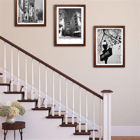einrichtungstipps wohnzimmer bilder aufhängen im treppenaufgang landhausstil wohnbereich leipzig dresden posterlounge