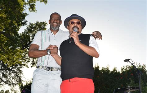 stars join george lopez   anniversary golf classic