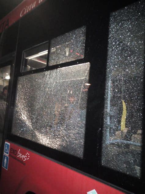 amac catanzaro lancio di sassi contro un autobus a catanzaro vetro in