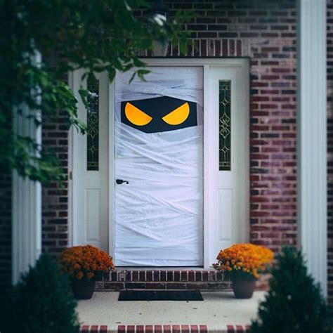 cute  fun halloween door decorating ideas