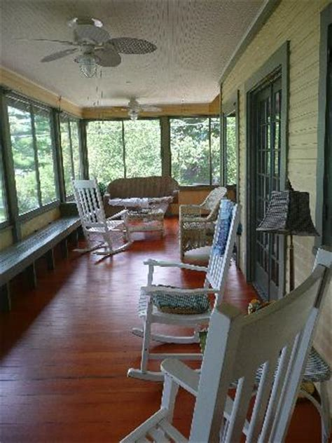 Lake Ripley Lodge   Screened in front porch   Picture of