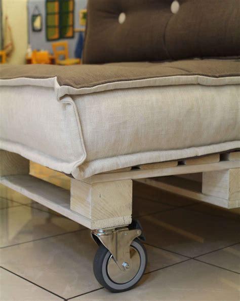 on futon rotelle pallets divano cuscini trapuntati onfuton onfuton