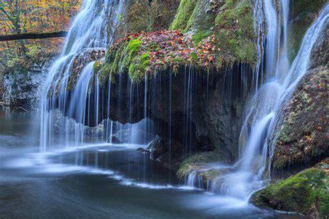 Una Cascata Nella Foresta Visitare Romania