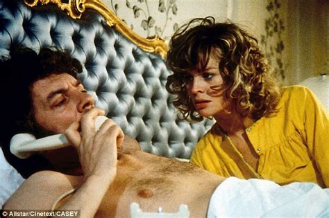 Don T Look The Bed Cast by Julie Christie Reveals All About With Donald