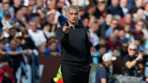 Jose Mourinho Launches Disgraceful Attack on Man Utd Fans ...