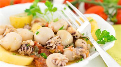 cucinare le seppie in umido ricetta seppie in umido con polenta giornale cibo
