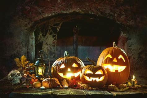 samhain halloween howl   moon gems