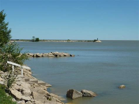 pet friendly holiday home  lake winnipeg house