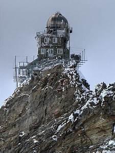 荒々しいアルプスの山頂に突如出現する「スフィンクス展望台」 - DNA