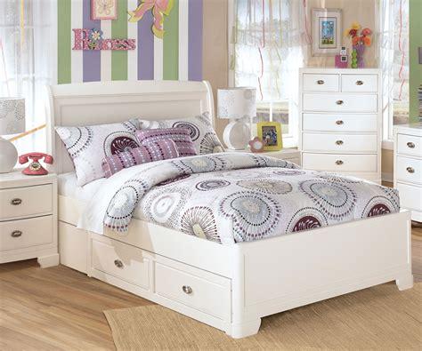 White Queen Platform Bedroom Set