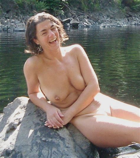 Perky Slender Wife Nude Outdoor Flashing Pussy Big Size
