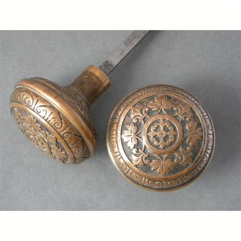antique single pair  leaf pattern design bronze door knobs