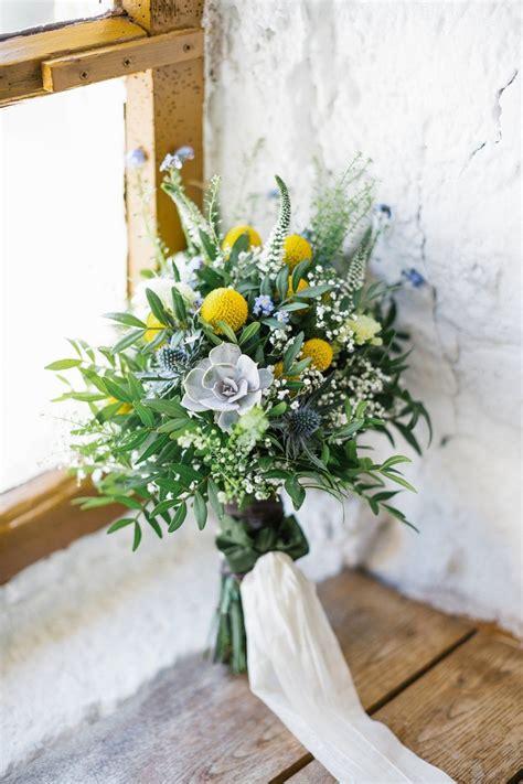 brautstrauss wiesenblumen mit sukkulenten und gelbe