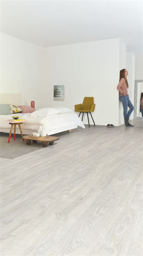 kitchens floor tiles laminat eiche grau affordable eiche veneto mocca lhd v 3560