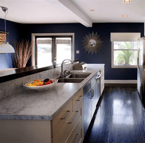 cuisine bleue et blanche cuisine bleu gris canard ou bleu marine code couleur et