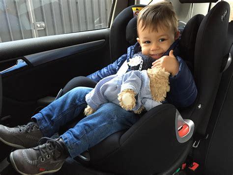 siege pour asseoir bebe j 39 ai enfin mis le siège bébé à la route poulette
