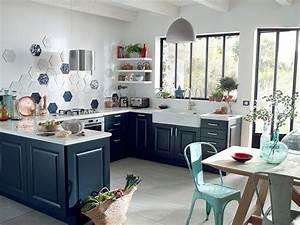 Stickers Salle De Bain Castorama : cheap une cuisine bleu ouverte en u au style authentique with stickers cuisine castorama ~ Dode.kayakingforconservation.com Idées de Décoration