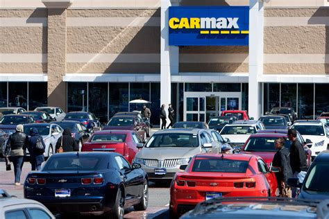 carmax auto finance income takes  tumble