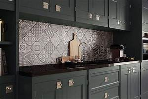 Credence cuisine carreaux de ciment patchwork et artistique for Kitchen cabinet trends 2018 combined with papier peint carreaux de ciment