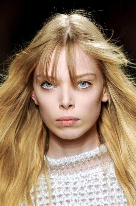 model tanya dziahileva posts message   fans