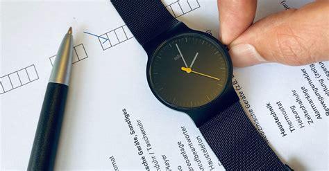 Es ist wieder so weit: Zeitumstellung 2021: Diese Uhren und Geräte müssen bald ...