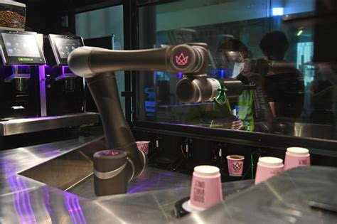 Coffee haus makes coffee drinks 100 times an hour in its robotic kiosks. S$1 kopi, freshly made by a robot | SGSME.SG