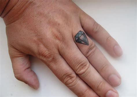 finger mann 50 exceptional finger tattoos creativefan