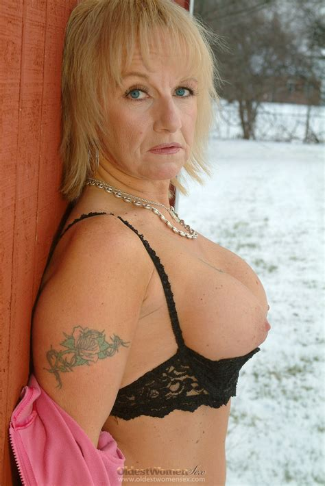 Hot busty granny melts the snow with her nudity - Granny Nu