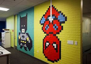 Post It Art : office workers install 8 bit superhero mural using 8 024 sticky notes ~ Frokenaadalensverden.com Haus und Dekorationen