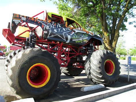 wheels monster truck videos monster truck monster truck trucks 4x4 wheel wheels f