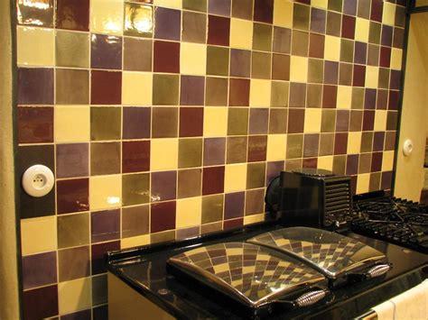 cr馘ence cuisine en verre poser credence sur carrelage maison design bahbe com
