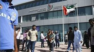 Thousands pack immigration centres on last day of UAE visa ...