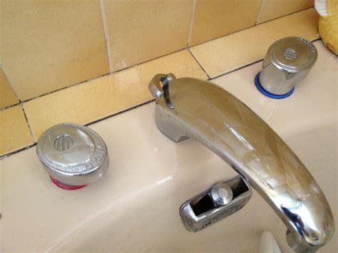 changer ou r 233 parer ancien robinet m 233 langeur porcher sur baignoire