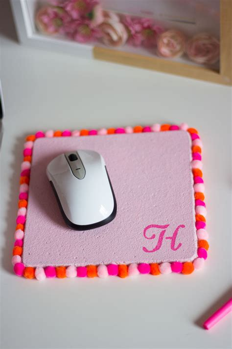 pom pom mouse pad design improvised