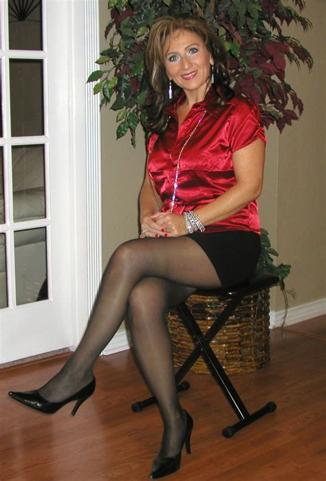 Mature Woman Posing In Pantyhose Adult Archive
