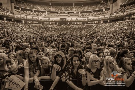 Twenty One Pilots Make Big Connection With Fans At Xcel ...