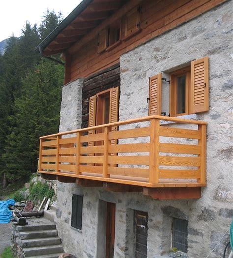corrimano in legno per esterni scale parapetti e balconi di artigianalegno