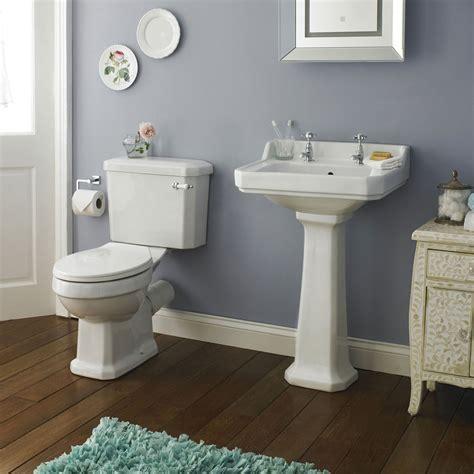 premier carlton  piece ceramic  bathroom suite