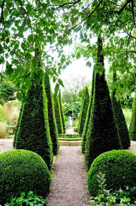 Dreieck Garten Gestalten by Buchsbaum Pflanzen Und G 228 Rten Wundervoll In Terrakotta