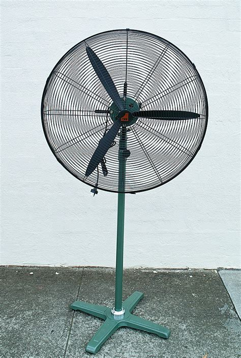 industrial stand up fan pedestal fan industrial 30 quot 750mm blades 3 level