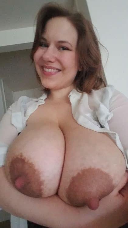 Mal Malloy Showing Her Huge Nipples Bantudaddy