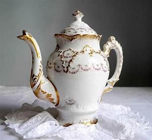 Vaisselle En Porcelaine : 134 best vaisselle ancienne vaisselle fleurie images on pinterest antique dishes floral and ~ Teatrodelosmanantiales.com Idées de Décoration