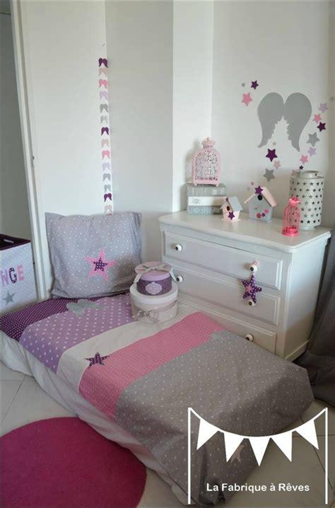 decoration chambre bebe  linge de lit parme violet rose