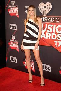 Heidi Klum Frisur 2017 : heidi klum bares toned legs at the 2017 iheartradio music awards in la ~ Frokenaadalensverden.com Haus und Dekorationen